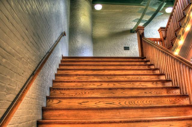 moderní dřevěné schodiště