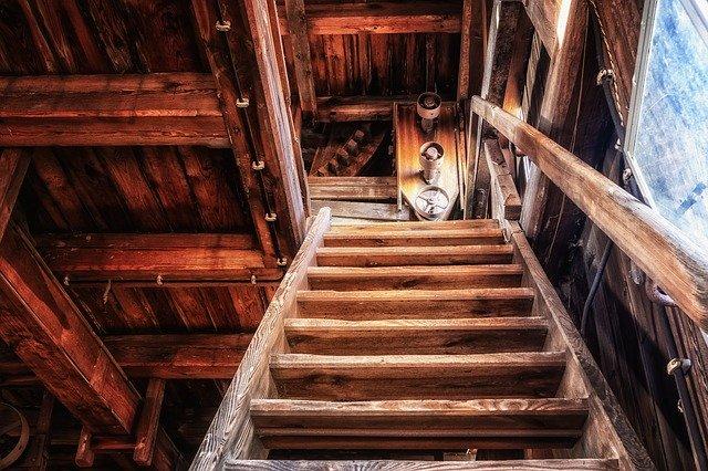 schodiště na půdu